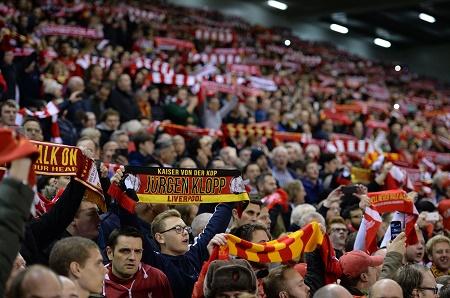 Liverpool Fans - AFP PHOTO / OLI SCARFF - 20151022_PD10560 (RM)
