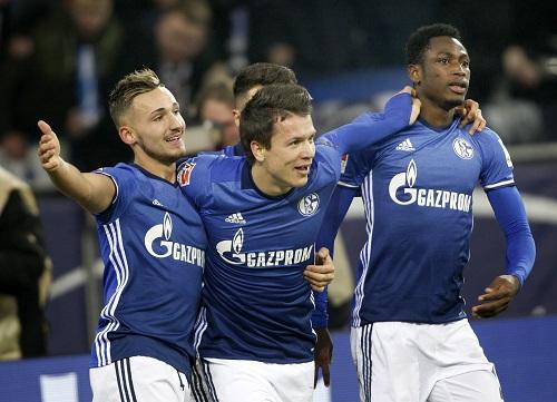 Schalke Jubel - Roland Weihrauch / dpa / picturedesk.com - 20161217_PD3800 (RM)