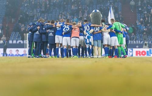 Schalke Huddle - Guido Kirchner / dpa / picturedesk.com - 20170211_PD6507 (RM)