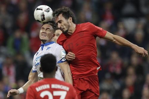 Mats Hummels vs Ermin Bicakcic - Matthias Schrader / AP / picturedesk.com - 20161105_PD3365 (RM)