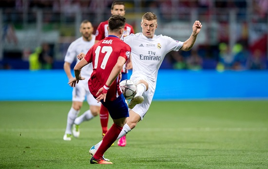 Tonis Kroos (r.) vs. Saul Niguez (l.) - Thomas Eisenhuth/dpa - 20160528_PD15778