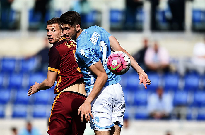 20160403_PD3224 (RM) Edin Dzeko AS Roma Stefan de Vrij Lazio © FILIPPO MONTEFORTE / AFP / picturedesk.com