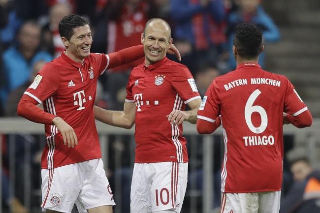 20161210_PD3627 (RM) Lewandowski Robben Matthias Schrader / AP / picturedesk.com