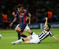 20150606_PD11373 (RM) Neymar und Lichsteiner © Andreas Gebert/dpa