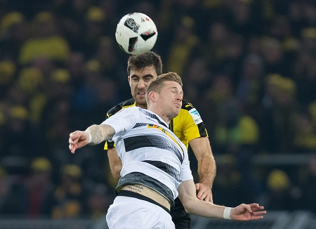 20161203_PD3686 (RM) Andre Hahn und Sokratis © Guido Kirchner/ dpa Picture Alliance / picturedesk.com