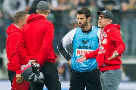 Peter Stöger ind Trainerteam ratlos - 20170820_PD9313 (RM) - ©Elmar Kremser/dpa Picture Alliance/