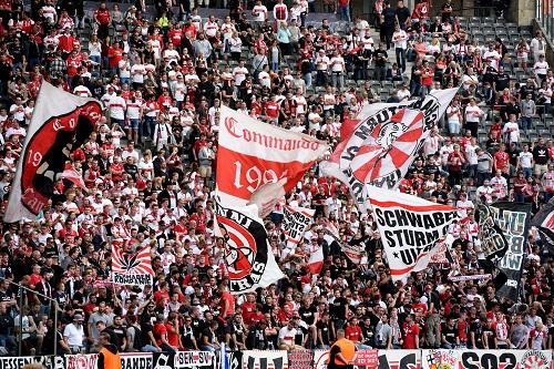Stuttgart Fans - credits: Maurizio Gambarini / dpa / picturedesk.com