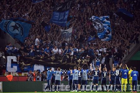 HSV feiert mit Fans; credits: Federico Gambarini/dpa