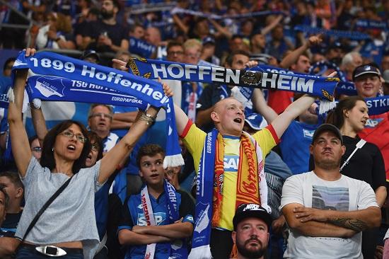 Hoffenheim Fans - 20170815_PD6302 - Uwe Anspach / dpa / picturedesk.com