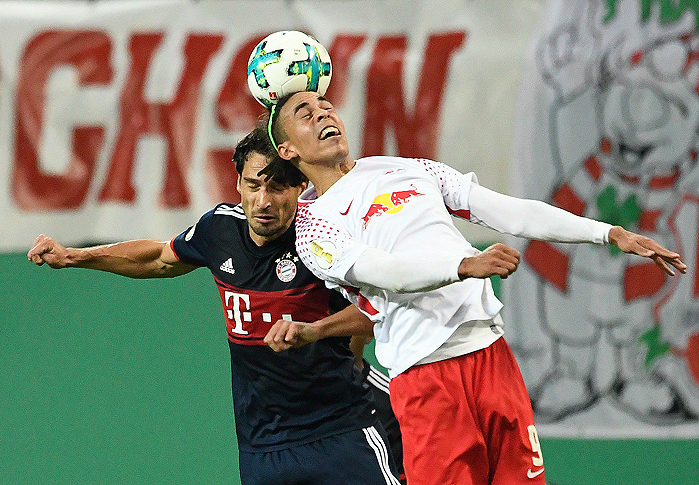 20171025_PD5996 (RM) Mats Hummels Bayern Yussuf Poulsen Leipzig © Jens Meyer / AP / picturedesk.com