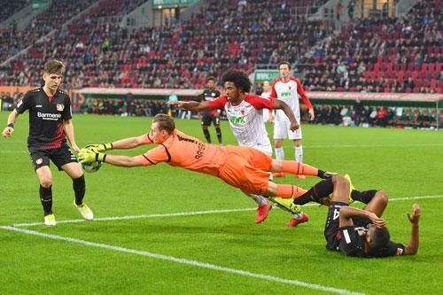20171104_PD12026 Augsburg Leverkusen Leno © Frank Hoermann / dpa / picturedesk.com