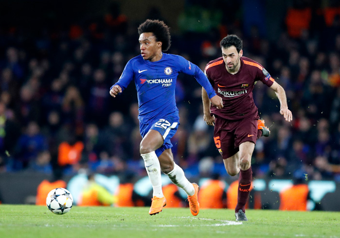 20180220_PD14562 (RM) Willian vs Busquets © Frank Augstein / AP / picturedesk.com
