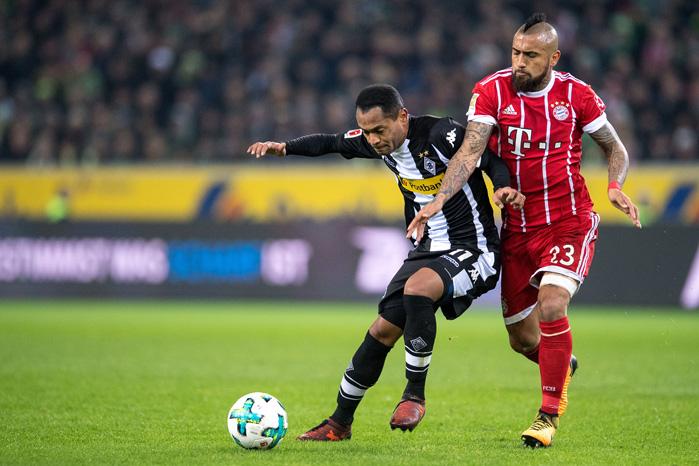 Vidal vs Raffael - © Marius Becker / dpa / picturedesk.com