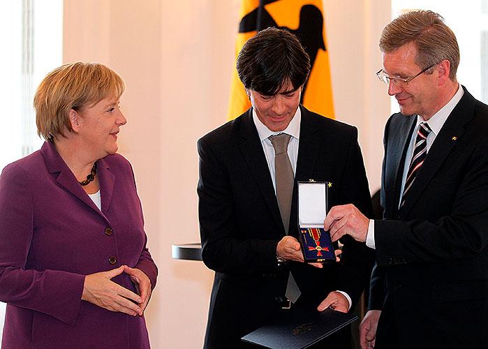 Bild zeigt Angela Merkel Joachim Löw © Hannibal Hanschke / dpa / picturedesk.com